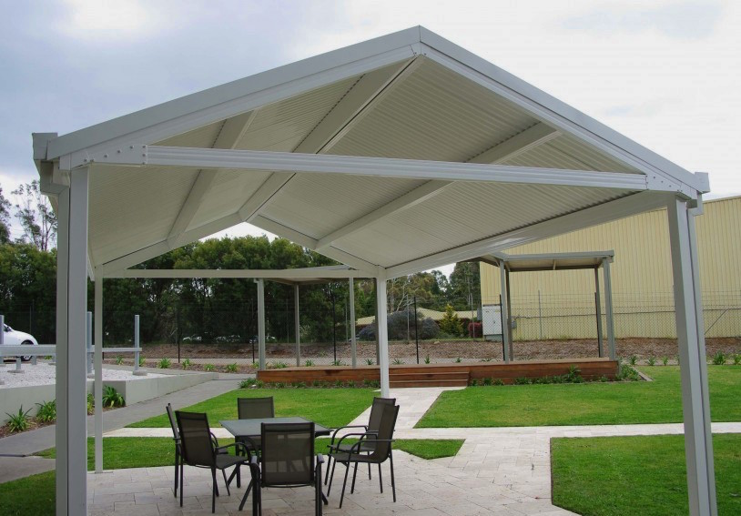A white pitched roof Colorbeam pergola at the Spantec display suite