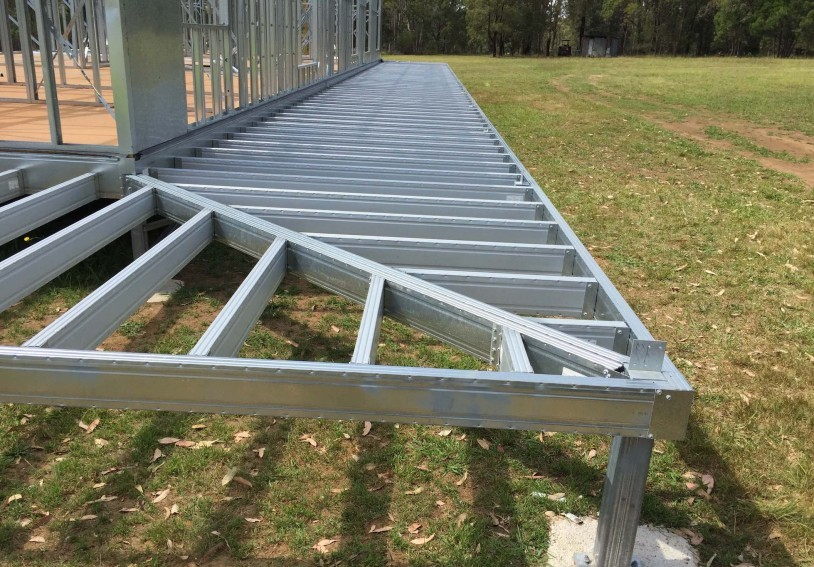Boxspan steel wrap around deck frame with mitred corner on Ezipier.