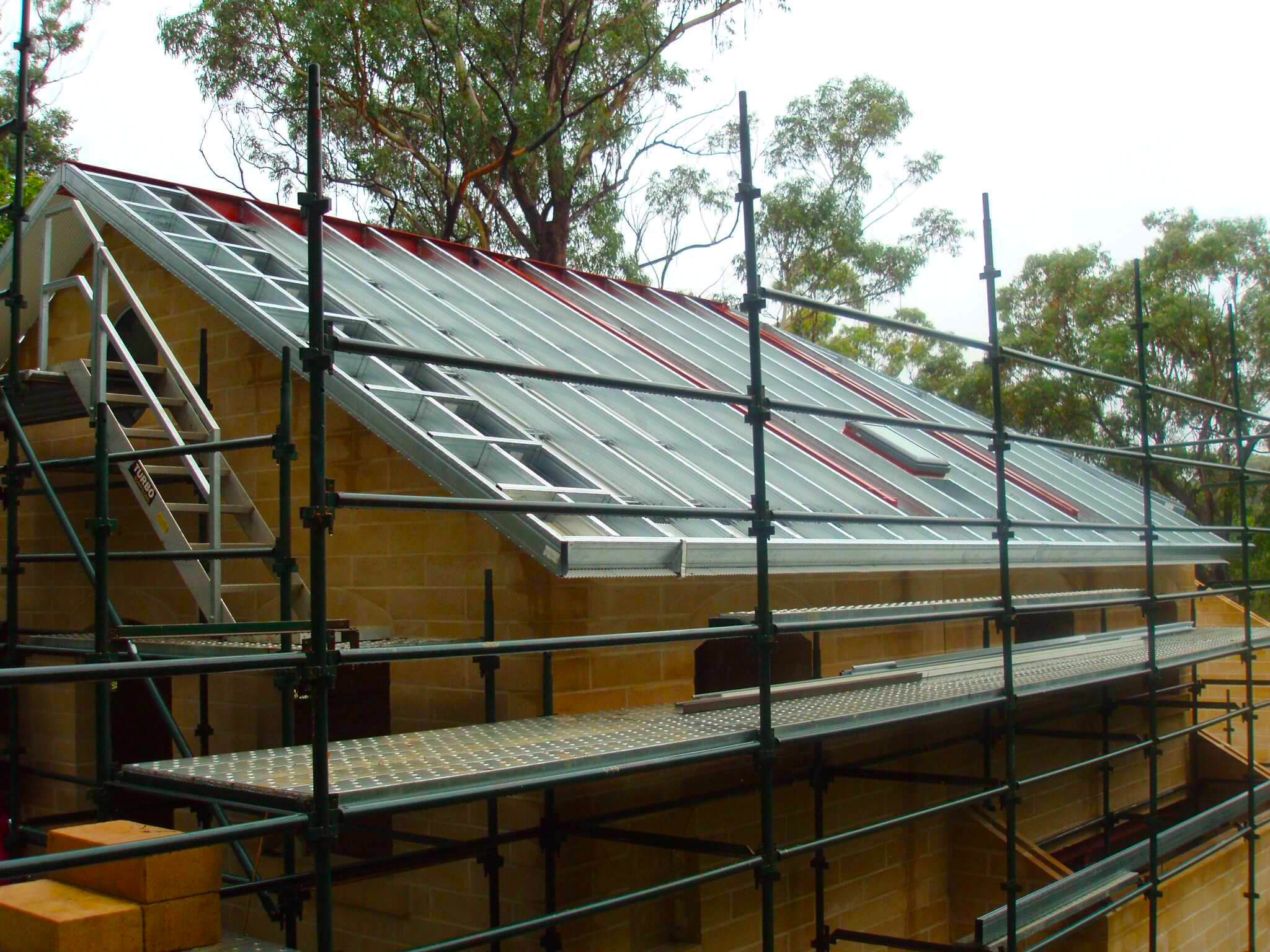 Boxspan roof frame steel rafters and purlins