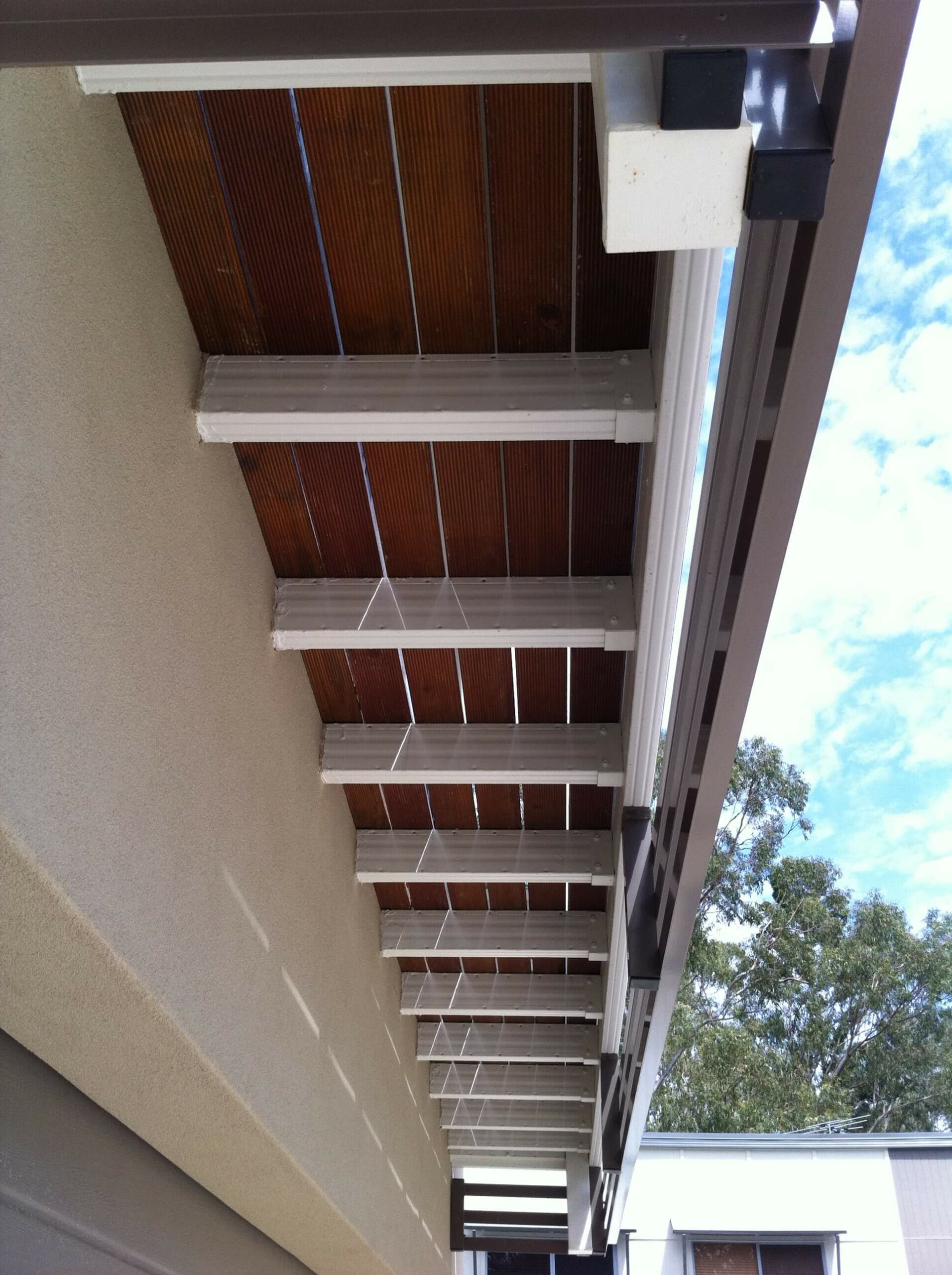 Cantilevered balcony with powdercoated Boxspan frame