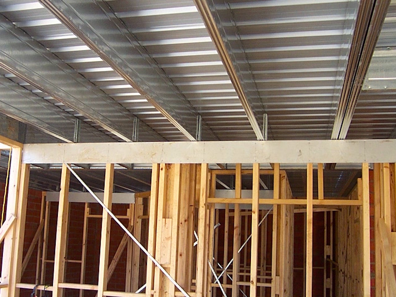 Boxspan upper floor on timber wall frames