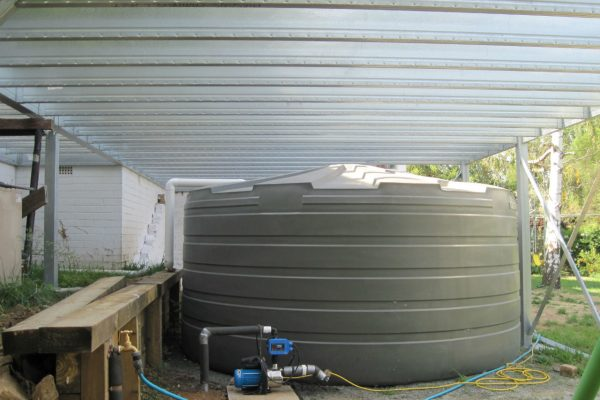 Boxspan deck frame spanning over a rainwater tank