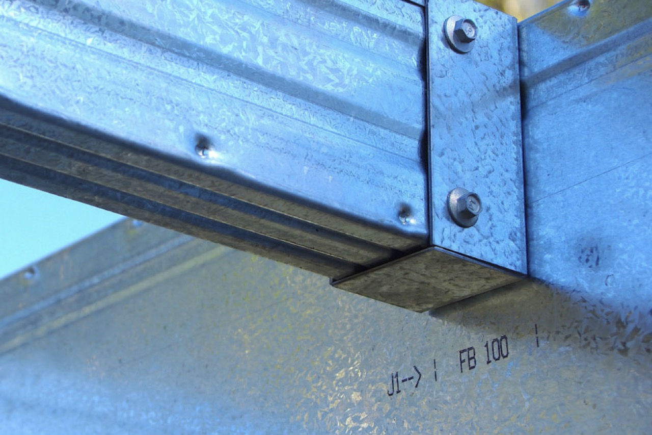 A Boxspan Smart Bearer steel beam with bracket attached and joist in place. SB100-16 SB150-16 SB200-20 SB250-50