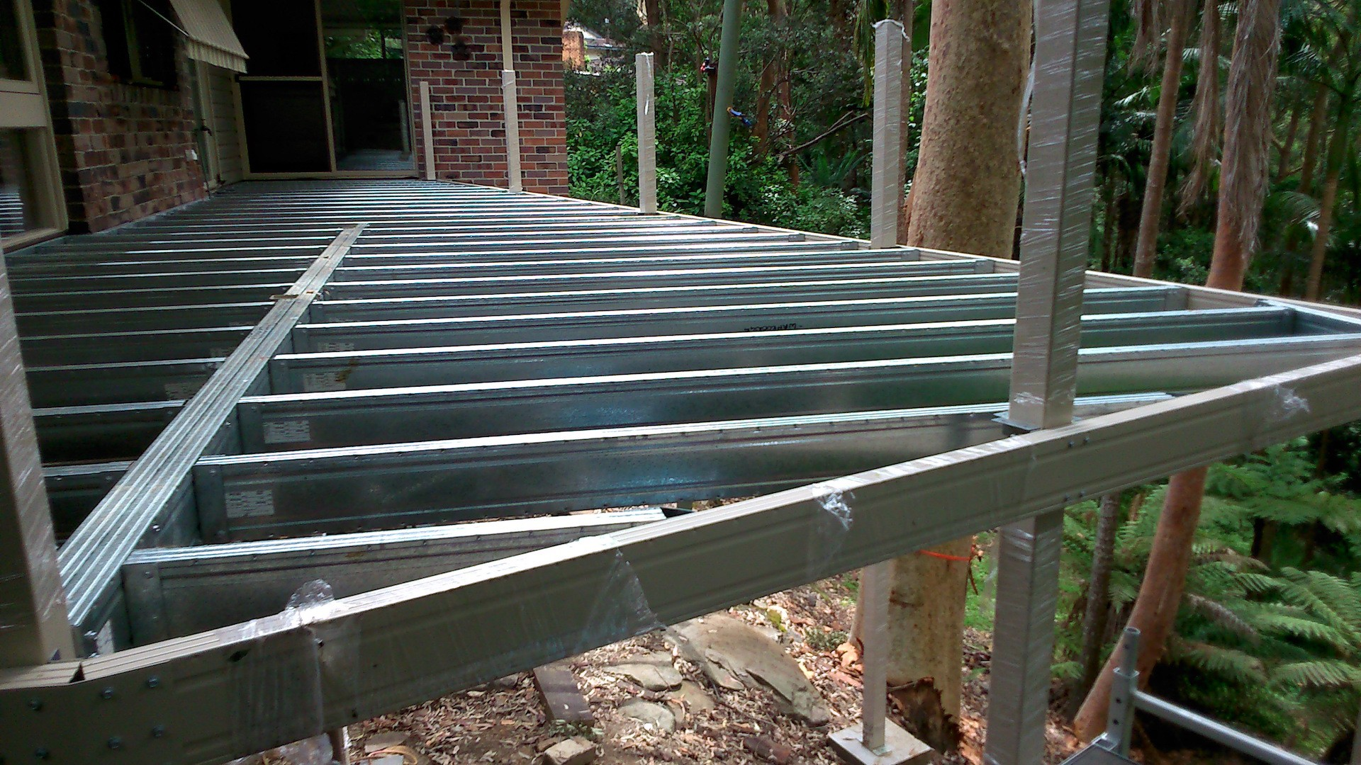 Elevated Boxspan deck frame and powder coated posts