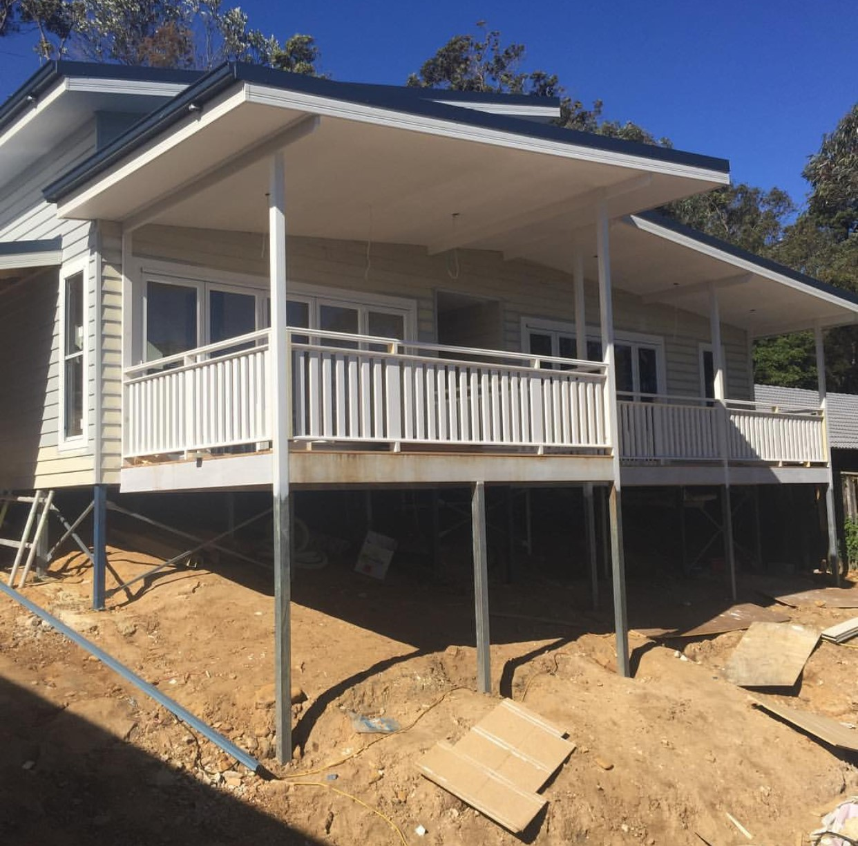 Completed house on Boxspan floor frame on Ezipier