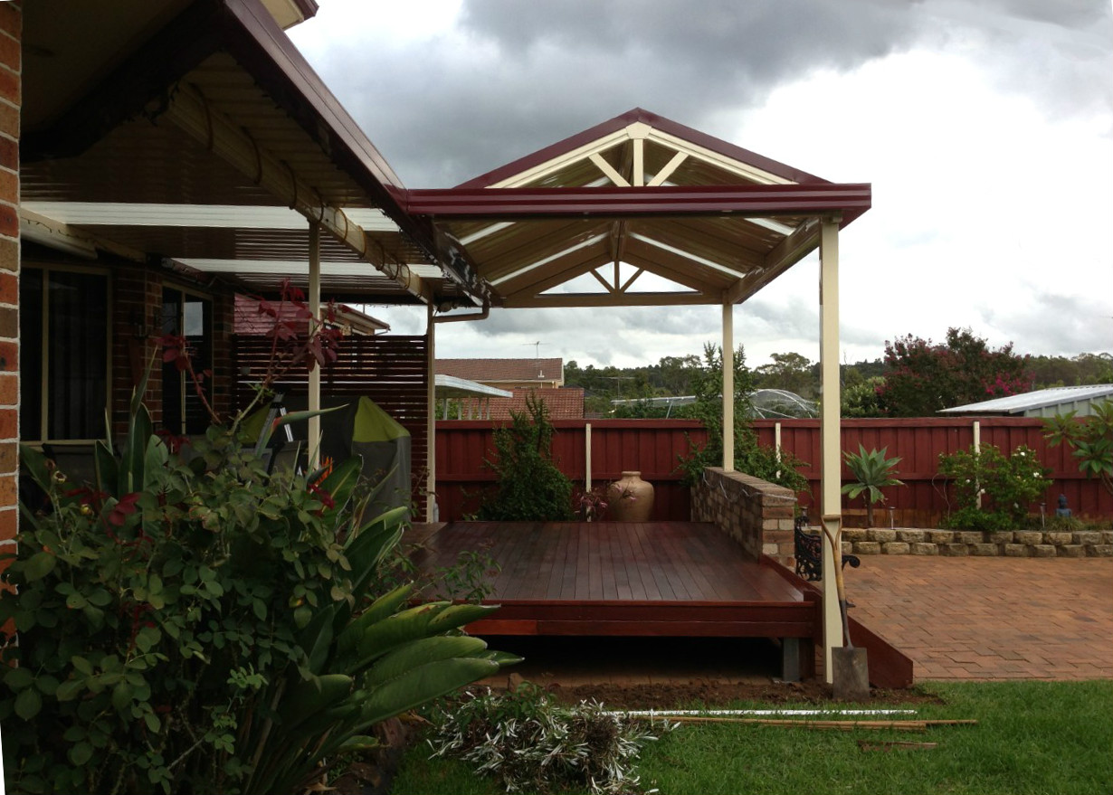 Boxspan deck frame with powder coated pergola frame