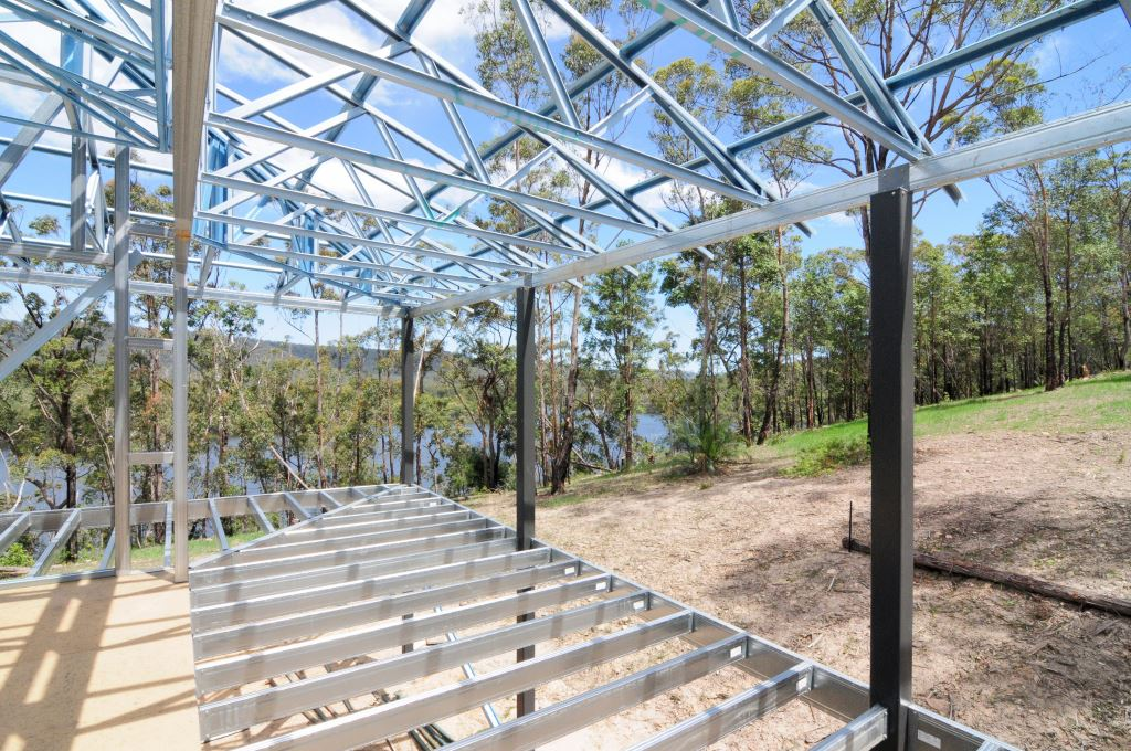 Boxspan deck frame with powdercoated SHS posts